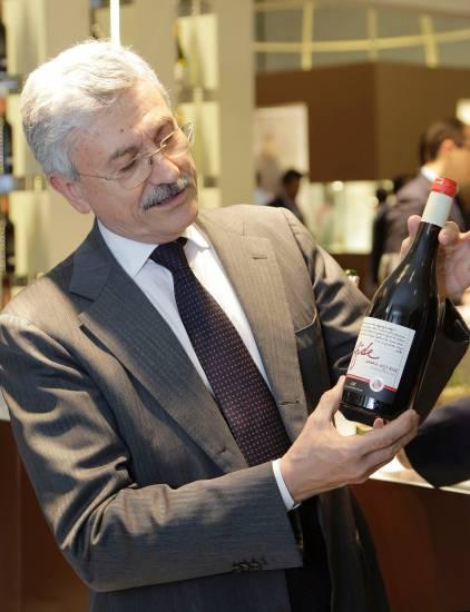 La serata superlusso dell'enologo D'Alema: cena da 200 euro per presentare i suoi vini